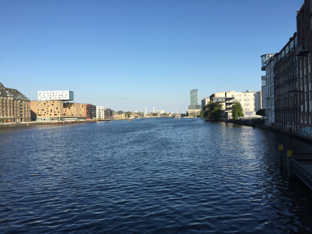 Rivière et bâtiments de Berlin