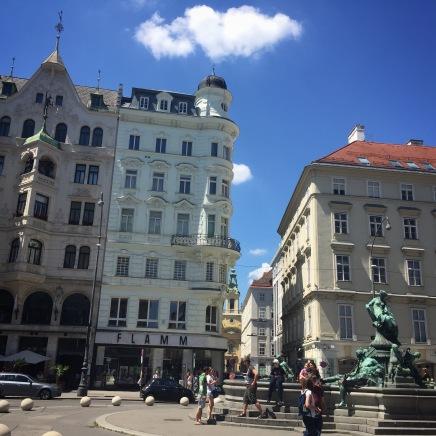 Une place avec fontaine à Vienne