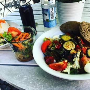 Assiette de légumes chez Dean&David à Berlin