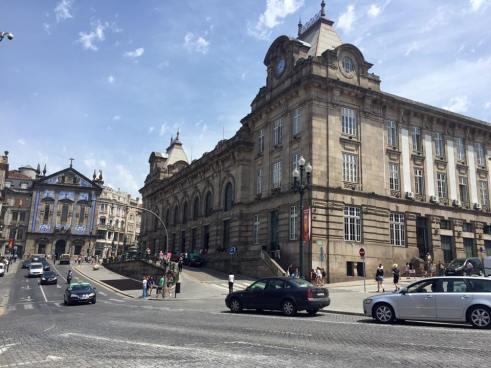 Une rue et gare de Porto