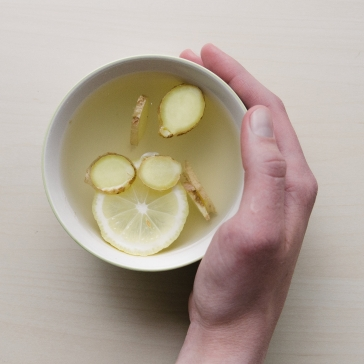 eau chaude, citron et gingembre